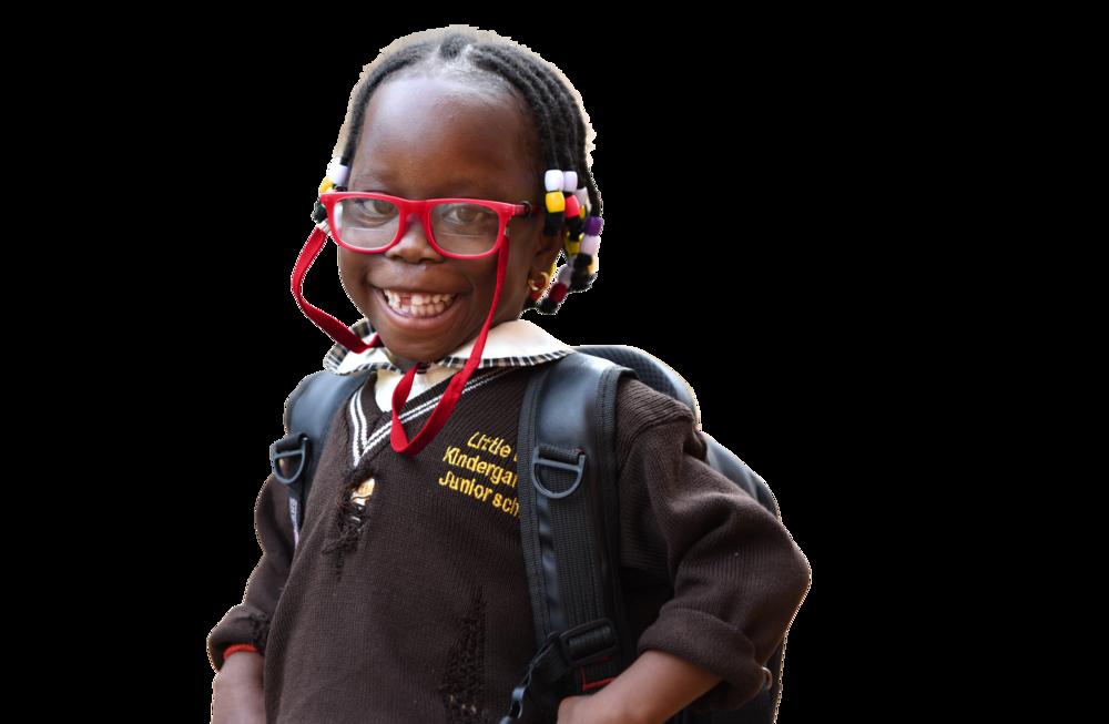 bimba sorridente con occhiali